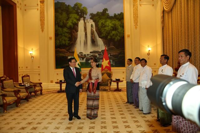 Phó Thủ tướng Vương Đình Huệ hội đàm với Phó Tổng thống Myanmar - Ảnh 2.