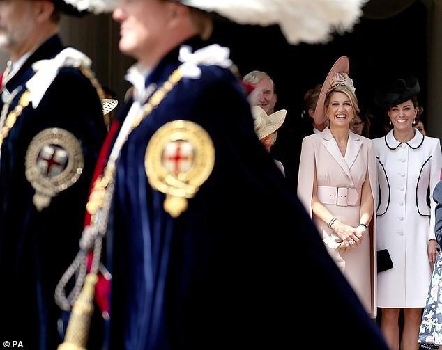 Cuộc đọ sắc có 1-0-2: Ba biểu tượng sắc đẹp của hoàng gia thế giới xuất hiện cùng nhau, Công nương Kate kém sắc nhất, chịu lép vế trước U50 - Ảnh 9.