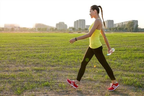 Vì sao đi bộ là bài tập tốt nhất cho sức khỏe và tâm trí, tới mức chỉ nửa giờ mỗi ngày, cuộc sống có thể hoàn toàn thay đổi?  - Ảnh 3.