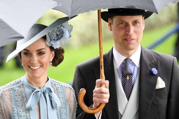 Sau vụ lùm xùm ngoại tình, Hoàng tử William hành động lãng mạn với Công nương Kate, so với nhà Meghan Markle vẫn khác nhau một trời một vực - Ảnh 1.