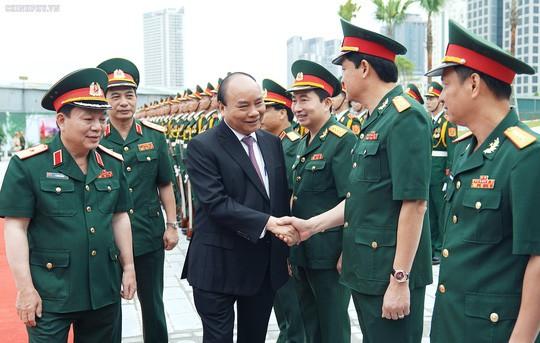 Thủ tướng: Viettel cần vươn lên sánh vai với Huawei, ZTE, Google, Facebook… - Ảnh 1.