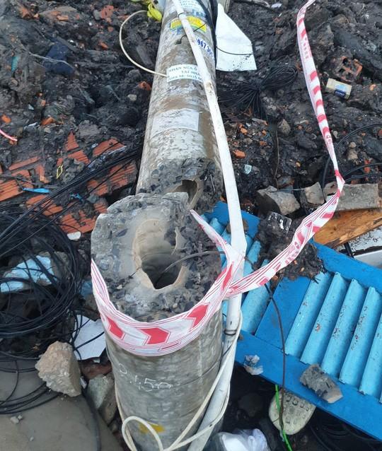 Vụ công nhân bị trụ điện gãy đè chết: Trụ điện làm theo công nghệ bê tông dự ứng lực  - Ảnh 1.