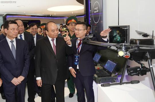 Thủ tướng: Viettel cần vươn lên sánh vai với Huawei, ZTE, Google, Facebook… - Ảnh 3.