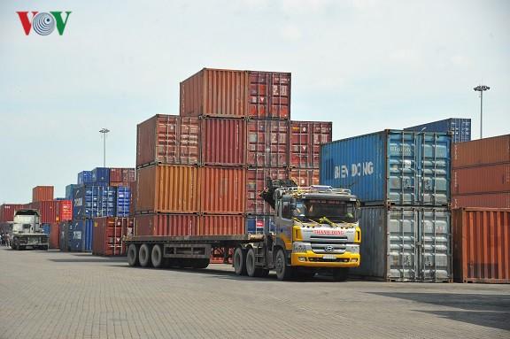 Xuất khẩu tăng tốc, Việt Nam xuất siêu trở lại - Ảnh 1.