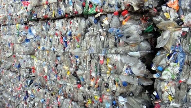 Dùng giấy tờ giả nhập khẩu hơn 1.000 tấn nhựa phế liệu - Ảnh 1.