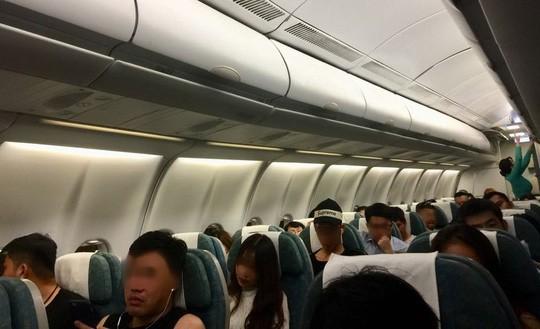 Liên tiếp phát hiện khách Trung Quốc trộm tiền trên máy bay  - Ảnh 2.