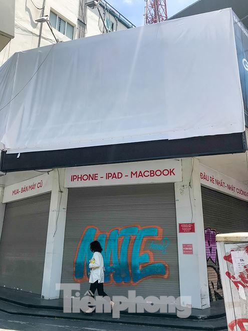 Chuỗi cửa hàng Nhật Cường phủ bạt, che biển sau hơn một tháng ông chủ bỏ trốn - Ảnh 2.