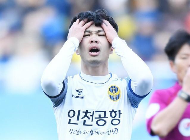 Báo Hàn Quốc bóc mẽ lý do sâu xa khiến Công Phượng buộc phải rời khỏi Incheon - Ảnh 2.