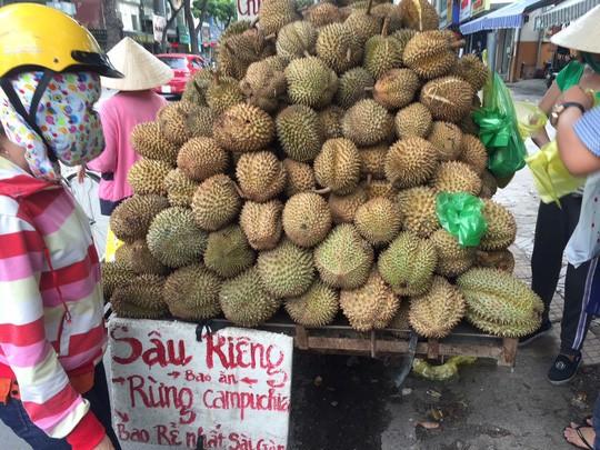 Sầu riêng rừng Campuchia rao 10.000 đồng nhưng bán tới 60.000 đồng/kg  - Ảnh 1.