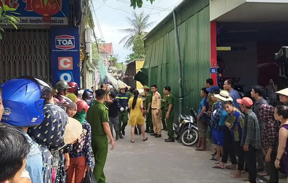 Hiện trường vụ sập nhà tại Hà Tĩnh vùi lấp người bên trong - Ảnh 9.