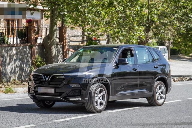 Biển số VinFast Lux tại châu Âu tiết lộ quốc gia đăng kiểm và hành trình thử xe xuyên quốc gia - Ảnh 1.