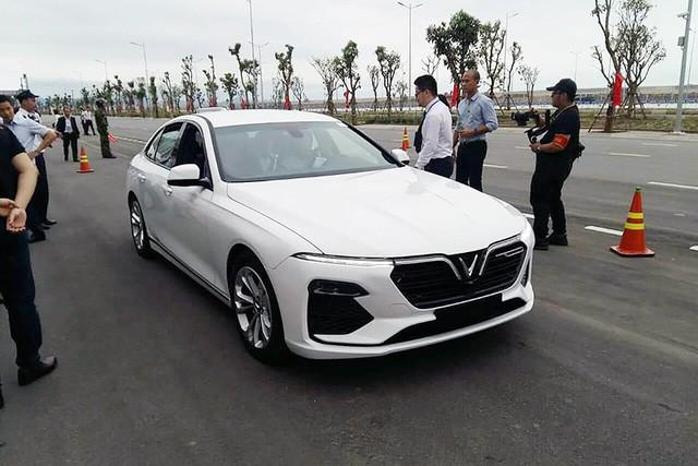 Biển số VinFast Lux tại châu Âu tiết lộ quốc gia đăng kiểm và hành trình thử xe xuyên quốc gia - Ảnh 4.