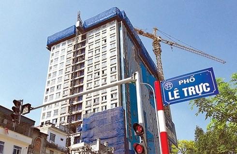 Công trình số 8B Lê Trực (Ba Đình, Hà Nội) xây vượt 5 tầng, sự việc xảy ra đã 4 năm nay nhưng cho tới giờ vẫn chưa được giải quyết dứt điểm...