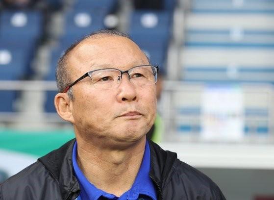 HLV Park Hang-seo bị tổn thương đến phát ốm trước khi đóng băng đàm phán hợp đồng với VFF - Ảnh 1.