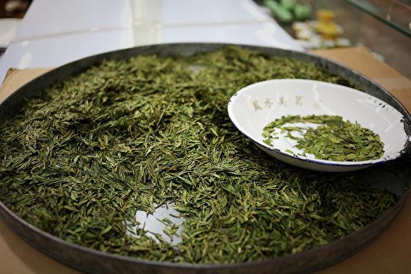 Từ nhúm trà xanh vua Càn Long trộm của cô thôn nữ, giờ đây mới có món Tôm Long Tỉnh thơm ngon nức tiếng - Ảnh 7.
