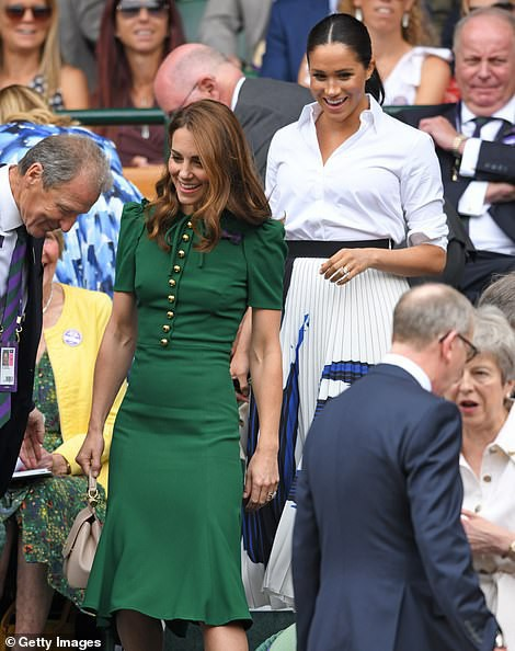 Màn so găng gây thất vọng giữa Công nương Kate và em dâu Meghan trong sự kiện mới nhất: Người bị chê quê mùa, kẻ bị kêu trông thật khủng khiếp - Ảnh 3.