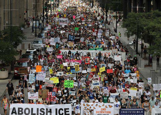 Mỹ truy quét người nhập cư trái phép - Ảnh 1.