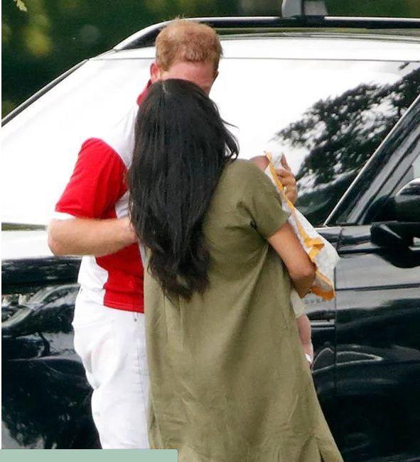Lí do vợ chồng Hoàng tử Harry không tiết lộ cha mẹ đỡ đầu của Archie - Ảnh 3.