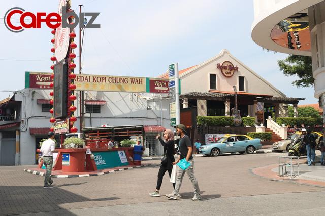 Touch&Go để về thủ đô, câu chuyện ngôi chùa ở cạnh thánh đường và đại công trường giữa lòng Kuala Lumpur - Ảnh 2.