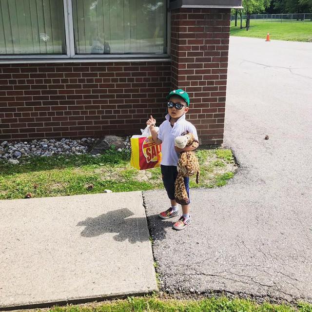Mẹ Việt ở Canada: Nhìn cô giáo bình tĩnh chờ con xoay sở, tôi nhận ra cách giáo dục trẻ tốt nhất là mặc kệ con - Ảnh 1.