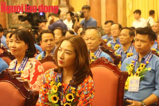 Tổng Bí thư, Chủ tịch nước Nguyễn Phú Trọng gặp mặt cán bộ Công đoàn tiêu biểu  - Ảnh 6.