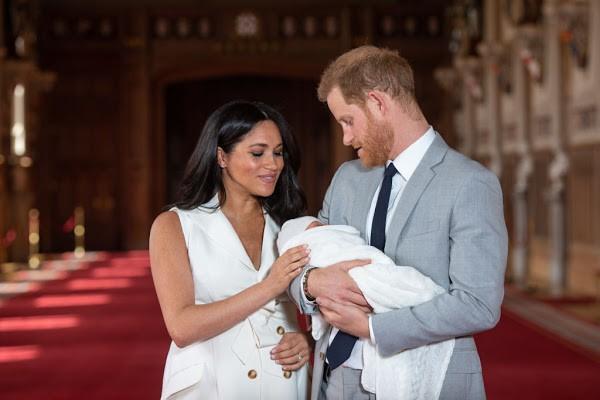 """Hoàng tử Harry trở nên """"tuyệt vọng"""", chán nản hơn sau khi con trai đầu lòng chào đời vì lý do gây tranh cãi - Ảnh 1."""