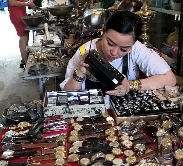 Dạo chợ đồ cổ độc nhất Sài Gòn mỗi tuần chỉ họp một phiên - Ảnh 4.
