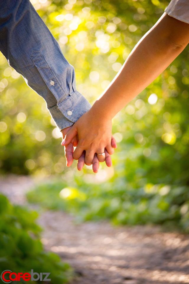 4 suy nghĩ luôn có trong đầu một người đàn ông tốt: Lấy làm chồng ắt sẽ được che chở, yêu thương và hưởng vinh hiển, phú quý trọn đời - Ảnh 1.