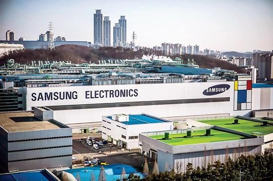 Thương chiến Nhật-Hàn bùng nổ: Samsung và LG lãnh trọn - Ảnh 3.