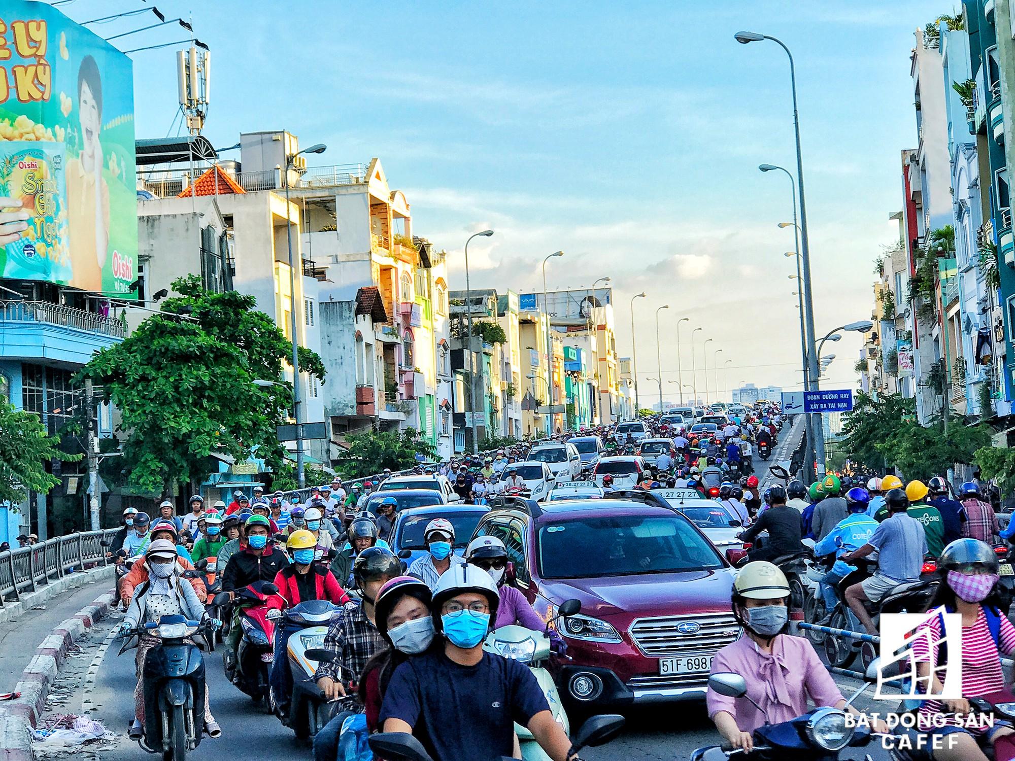 Những cửa ngõ ra vào trung tâm Sài Gòn đang bị bóp nghẹt như thế nào? - Ảnh 18.