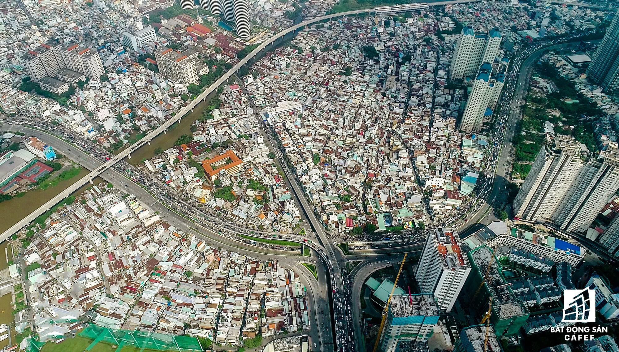 Những cửa ngõ ra vào trung tâm Sài Gòn đang bị bóp nghẹt như thế nào? - Ảnh 2.