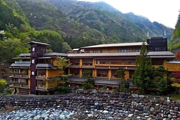 Khách sạn của người Nhật gây sốc cho cả thế giới: Mở cửa đón khách trong suốt 1.314 năm, đặc biệt nhất là những người chủ - Ảnh 1.