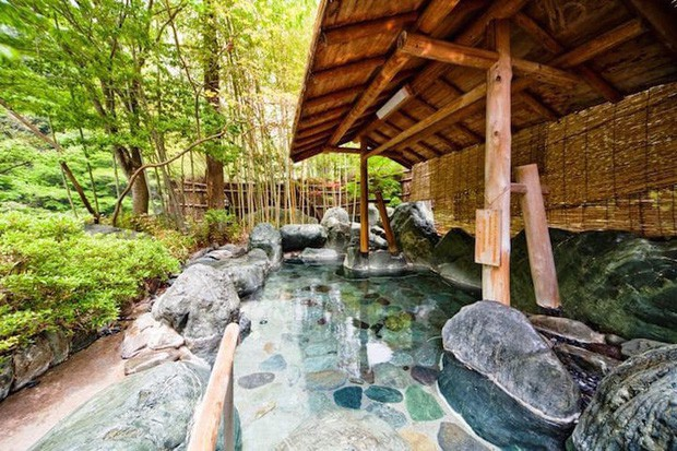 Khách sạn của người Nhật gây sốc cho cả thế giới: Mở cửa đón khách trong suốt 1.314 năm, đặc biệt nhất là những người chủ - Ảnh 2.
