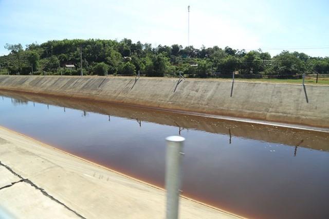 Truy nguyên nhân nước sau hồ Ngàn Trươi màu đỏ đục, hôi thối - Ảnh 3.