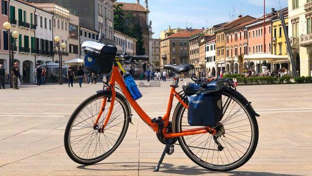 Chắc chỉ có Venice (Ý) mới có những điều luật lạ lùng như này, đến cả việc du khách… ngồi cũng cấm đoán - Ảnh 9.