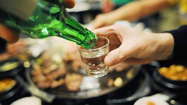 BS Trần Văn Phúc: Đây là công thức ước tính sau uống rượu bao lâu thì an toàn để lái xe - Ảnh 1.