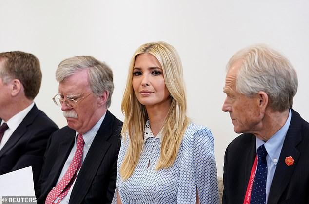Khoảnh khắc Ivanka Trump chen ngang cuộc trò chuyện giữa các nhà lãnh đạo thế giới khiến người trong cuộc cau mày, còn cư dân mạng thì ném đá - Ảnh 3.