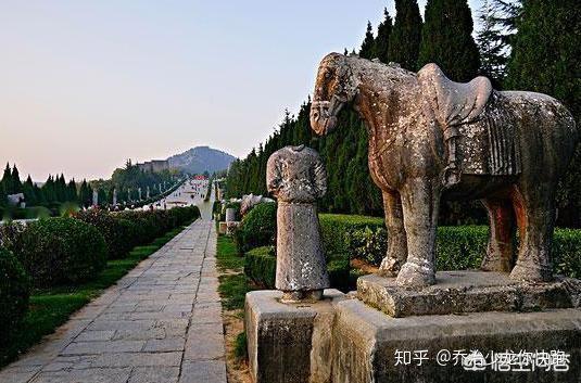 Lăng mộ Võ Tắc Thiên ngàn năm không ai xâm phạm nhưng vì sao 61 tượng bên trong mất đầu? - Ảnh 5.