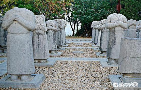 Lăng mộ Võ Tắc Thiên ngàn năm không ai xâm phạm nhưng vì sao 61 tượng bên trong mất đầu? - Ảnh 6.
