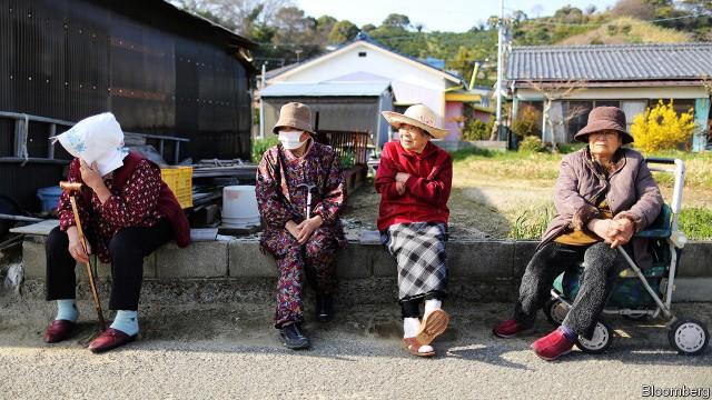 Vùng nông thôn Nhật Bản: đường phố vắng tanh, nhiều tòa nhà bị bỏ hoang, nhiều ngôi làng đang dần biến mất - Ảnh 2.