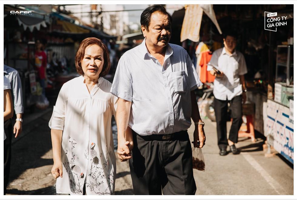 """Cuộc đối thoại hiếm hoi sau 40 năm gắn kết của """"chồng đa tình, vợ biết ghen"""" nhà Dr Thanh: """"Chung thủy không phải trước sau như một"""" - Ảnh 6."""