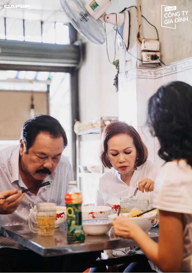 """Người đàn bà thép của nhà Dr Thanh: """"Đứng trước lưỡi hái của tử thần, tôi biết ơn chồng con mình suốt đời"""" - Ảnh 10."""