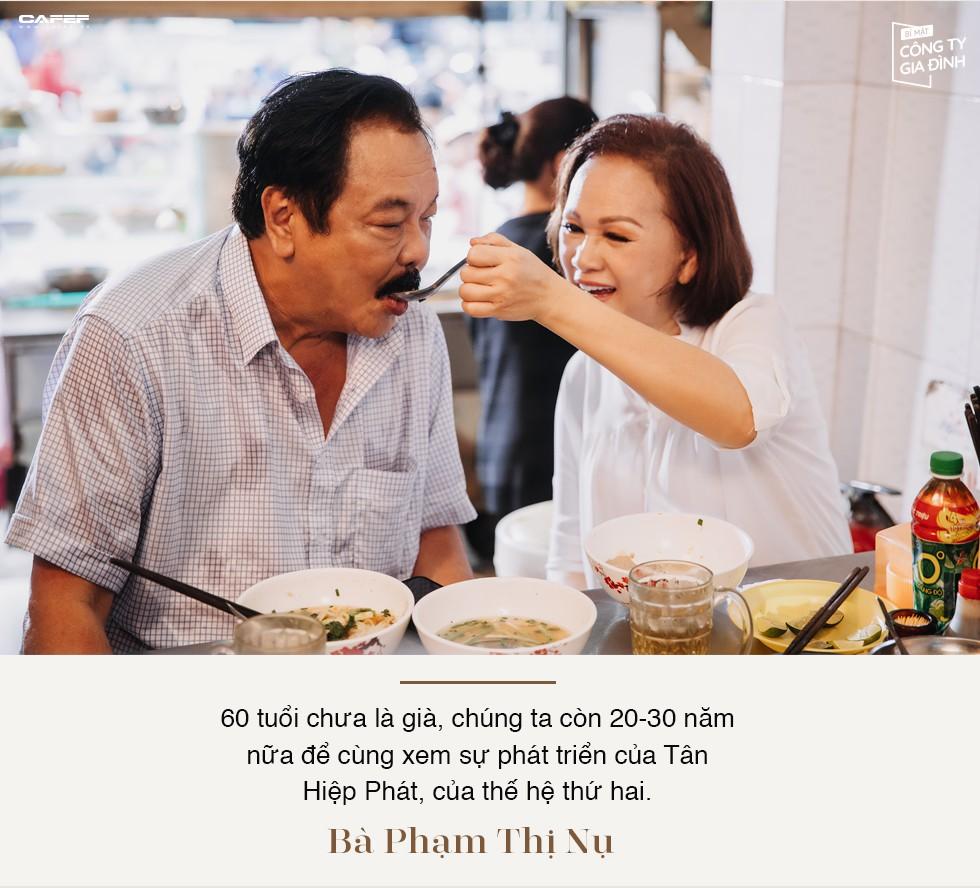 """Người đàn bà thép của nhà Dr Thanh: """"Đứng trước lưỡi hái của tử thần, tôi biết ơn chồng con mình suốt đời"""" - Ảnh 11."""