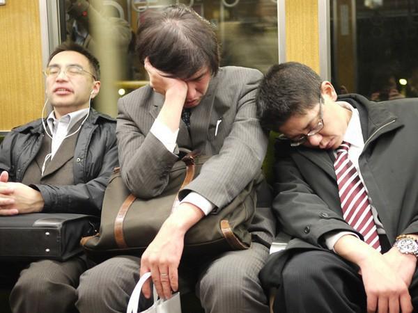 Bóng đen bao trùm xã hội Nhật Bản: Con người ngày càng dễ nổi nóng, mất kiểm soát và bạo lực hơn vì những lý do không phải ai cũng nhận ra - Ảnh 4.