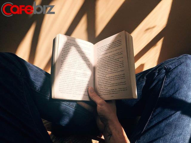 Đàn ông tuổi 20 khám phá con đường mình sẽ đi, đến tuổi 30 là lúc cật lực lấp đầy những cái hố trên đường đi: 5 bài học sống còn rút giúp bạn đỡ tốn thời gian đi vòng đến đích - Ảnh 2.