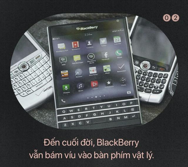 Bài học để đời: Giữa Apple và BlackBerry, kẻ thua cuộc là kẻ không dám... tự bắn vào chân mình - Ảnh 2.