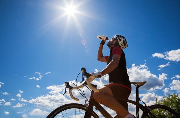 Thay đổi cách thức uống nước để tránh gây tổn hại lượng đường huyết, tim, thận và dạ dày - Ảnh 4.