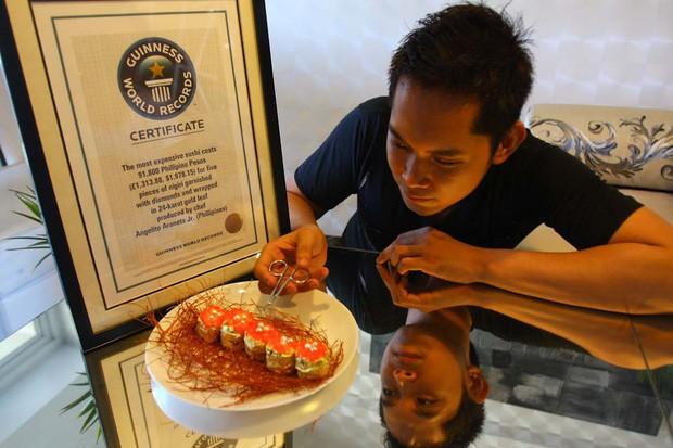 Đĩa sushi có giá gần 100 triệu đồng được đầu bếp tạo ra với mục đích vô cùng đặc biệt - Ảnh 1.