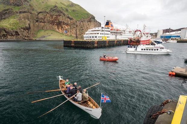 Cả thế giới đang sửng sốt vì tảng đá hình voi khổng lồ ở Iceland quá giống thật, khi chụp flycam từ trên xuống còn sốc hơn! - Ảnh 3.