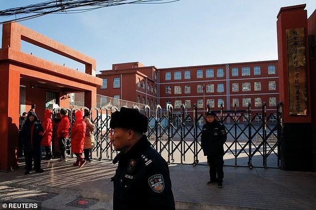Hệ thống nhận diện khuôn mặt tại trường học Trung Quốc: Tự động báo phụ huynh khi trẻ vắng mặt, ngăn bạo lực nhưng lại khiến học sinh thêm áp lực - Ảnh 3.